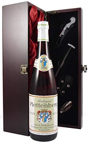 Schlob Bockelheimer Kupfergrube und Felsenberg 1966 Reichsgraf Von Plettenberg in einer mit Seide ausgestatetten Geschenkbox, da zu 4 Wein Accessoires, 1 x 750ml