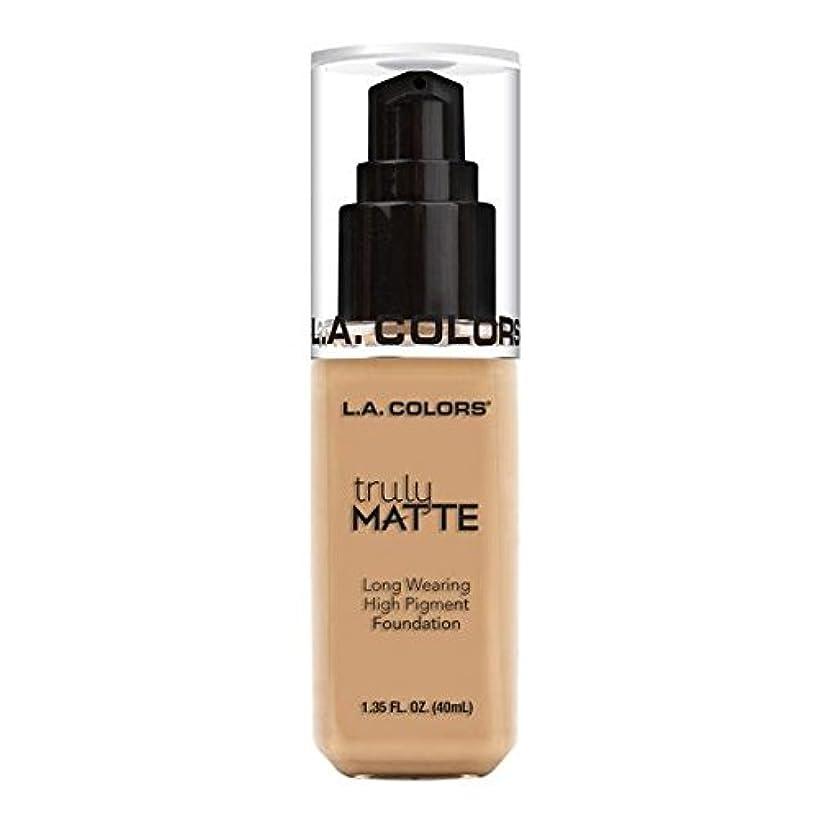 代表振幅発火する(3 Pack) L.A. COLORS Truly Matte Foundation - Natural (並行輸入品)