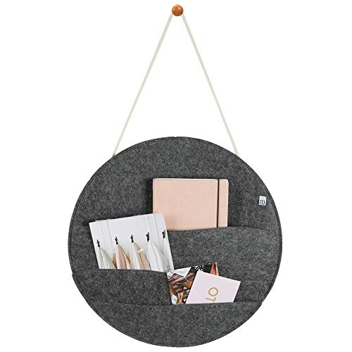 mDesign hängende Briefablage für Flur und Küche – praktisches Ordnungssystem mit 4 weiten Ablagefächern für Visitenkarten und Eintrittskarten – wandmontierte Postablage aus Filz – dunkelgrau