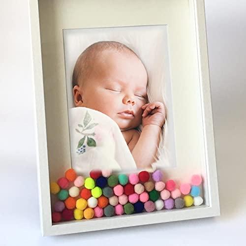 Didart Handmade Marco de Foto para bebé, niños y niñas. Tamaño A4 con Pompones de Colores. Marco con Profundidad. Regalo Bebe, recién Nacido, Regalo Original Bebe.