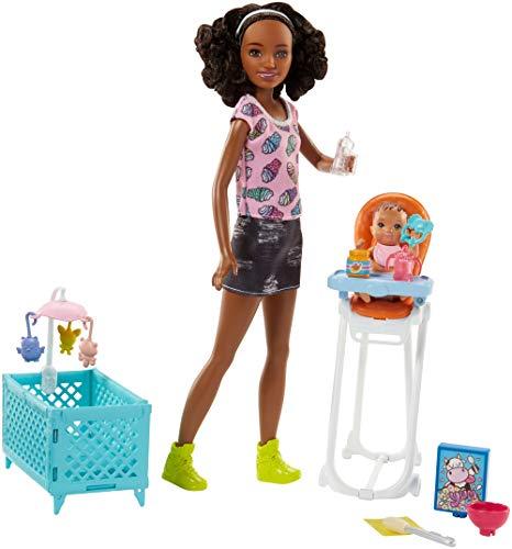 Barbie FHY99 Skipper Babysitters Puppen und Hochstuhl Spielset (schwarzhaarig)