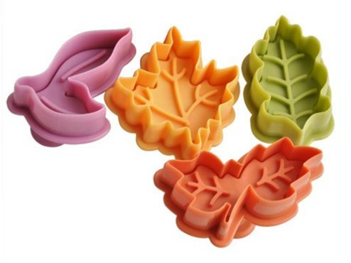Dasuke Set di 4 formine per biscotti e tagliapasta ad espulsione, per decorazioni dolci con motivo Star Wars Colore casuale (A)
