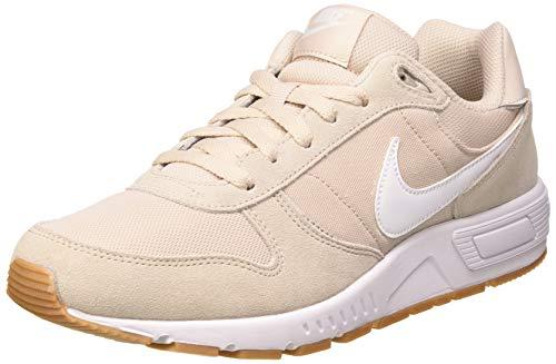 Nike Nightgazer, Zapatillas Hombre, Beige (Desert Sand/Gum Light Brown/White 009), 42 EU