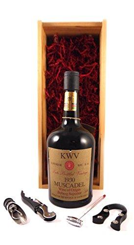 Muscadel Late Bottled Vintage 1930 KWV in einer Geschenkbox. Da zu 3 Wein Zubehör, Korkenzieher, Giesser, Kapselabschneider, 1 x 750ml