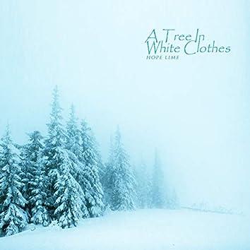 하얀 옷을 입은 나무