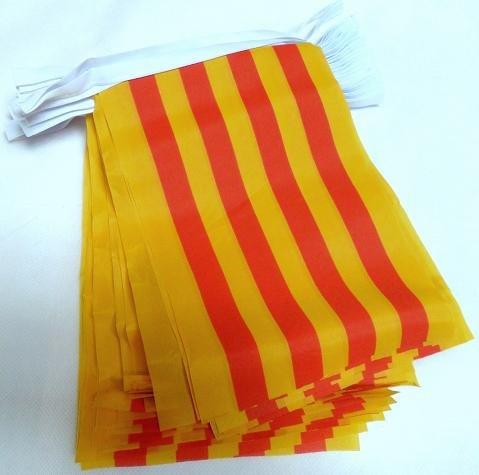 AZ FLAG Guirlande 6 mètres 20 Drapeaux Catalogne 21x15 cm - Drapeau Catalan 15 x 21 cm