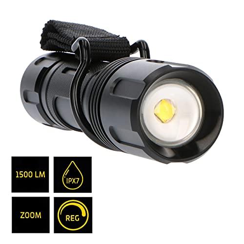 Linterna LED de aluminio anodizado 1500 lm IP67. Resiste inmersión temporal hasta 1 m. 3 Modos. Zoom giratorio. Alcance 250 m. Autonomía hasta 10h. Incl. accesorio cinturón. Batería 6x AA no incl.