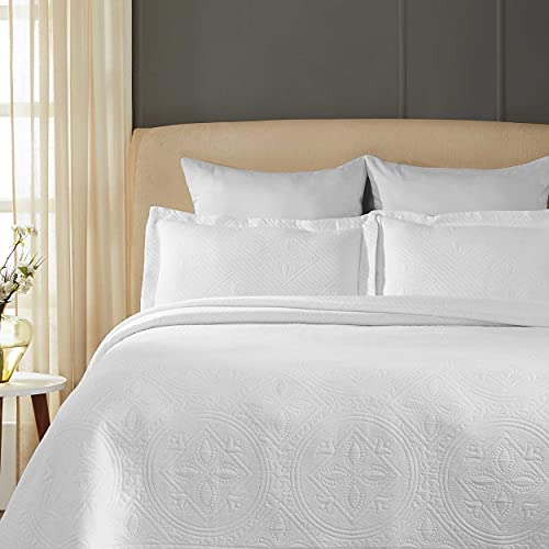 SUPERIOR Celtic Circles Bedspread with Matching Pillow Shams, King, White, 3-Pieces