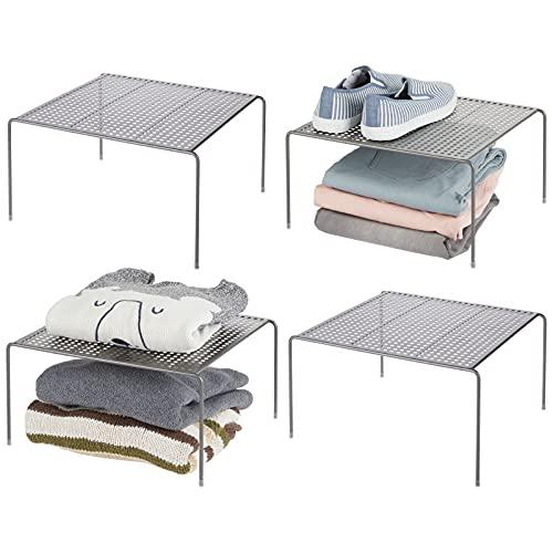 mDesign Baldas organizadoras – Prácticos organizadores de armarios para ordenar la ropa – Estantes metálicos para el dormitorio, el baño o la cocina – Juego de 4 – gris grafito