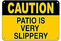 注意パティオは非常に滑りやすい滑りやすい壁錫サイン金属ポスターレトロプラーク警告サインヴィンテージ鉄の絵画の装飾オフィスの寝室のリビングルームクラブのための面白い吊り工芸品