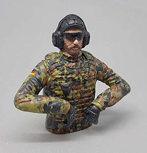 licmas 1/16 Figur Bundeswehr Panzer Soldat Flecktarn mit Sonnenbrille