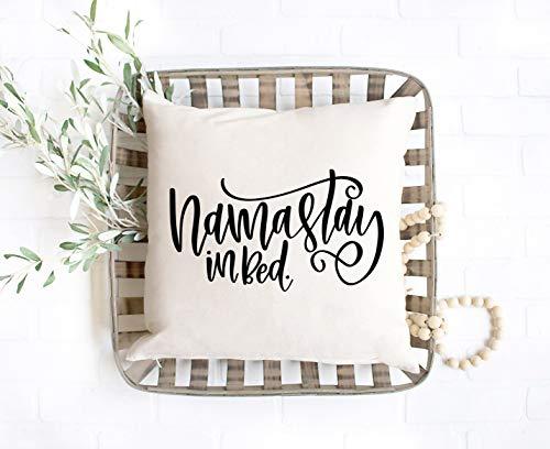 Namastay - Almohada de cama, almohada divertida para dormitorio, cama, Namaste, almohada divertida, regalo de yoga, almohada de yoga, decoración de dormitorio, casa de campo, regalo de almohada
