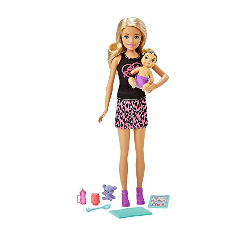 Barbie Muñeca niñera con leggings, con bebé de juguete y accesorios para su cuidado (Mattel GRP13)