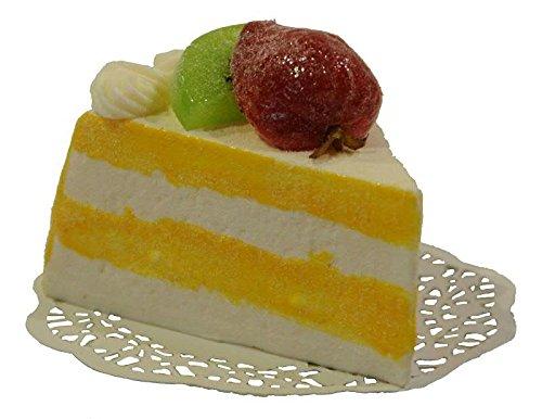 Handgemachte & Naturgetreue Imitation/Lebensmittelattrappe - Stück Fruchtkuchen - Länge: 11cm / Höhe: 8cm