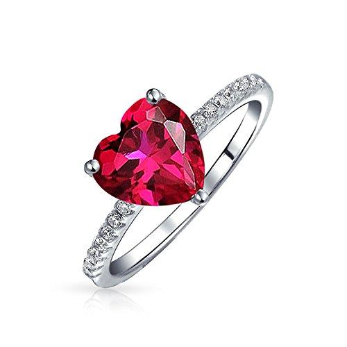 Bling Jewelry 2.5CT Rosso Forma di Cuore Solitario CZ Anello di Fidanzamento Sottile Fascia Pave Rubino Simulato 925 Argento Sterling
