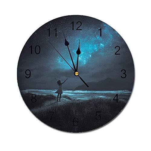 Reloj de Pared Redondo de Cielo Nocturno, Mujer abriendo Las Manos para la Ceremonia de oración de Deseos en Luna Llena Imagen Decorativa Turquesa y Negro