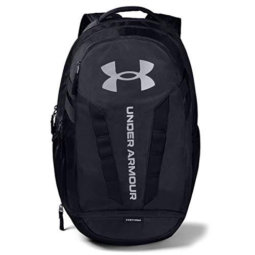 Under Armour Hustle 5.0, strapazierfähiger und bequemer Tagesrucksack mit Laptopfach, wasserabweisender Laptop Rucksack mit viel Platz Unisex, Black / Black / Silver , Einheitsgröße