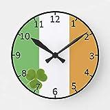 Ninguna marca irlandesa con reloj redondo de trébol