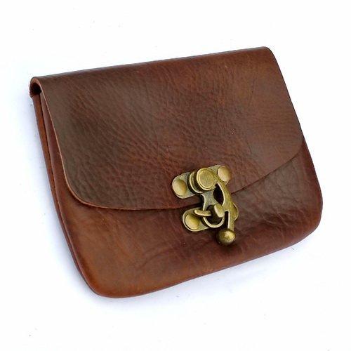 Pera Peris Formschöne Leder-Gürteltasche in klassisch-edlem Design mit Hakenverschluss Farbe braun