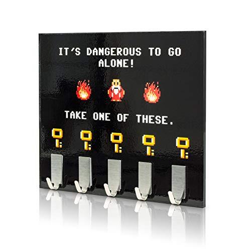 getDigital Dangerous to go Alone Schlüsselbrett | Schlüsselleiste mit 5 Schlüssel-Haken | Exklusiver Fanartikel zum berühmten Spiele-Klassiker, Schwarz, 21 x 16 cm