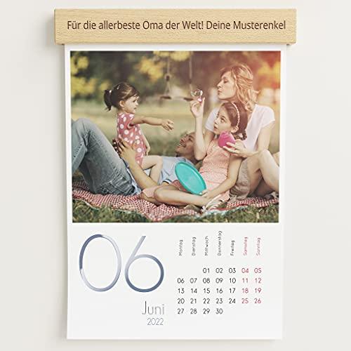 sendmoments Fotokalender 2022 mit personalisierter Holzblende & Relieflack, Kalenderjahr, Wandkalender mit persönlichen Bildern, Kalender für Digitale Fotos, Spiralbindung, DIN A4 Hochformat