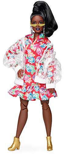 Barbie GHT94 BMR1959 Streetwear Signature bewegliche Puppe brünett, mit transparenter Bomberjacke und Kapuzenkleid, inkl. Accessoires und Puppenständer