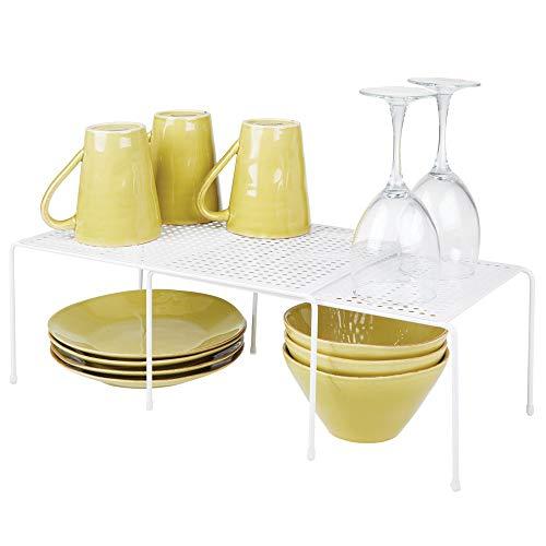 mDesign Estantería de cocina para armarios de cocina - Práctica estantería metálica para crear más espacio de almacenaje para la vajilla - Baldas de cocina extensibles y apilables - blanco