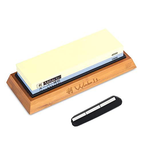 Wakoli Messer Schleifstein 1000er und 4000er Körnung (beidseitig) I Messerschärfer Set - Wetzstein zum Schärfen von Damast und Stahl Messern I Abziehstein mit Bambus & Silikon Halterung & Schleifhilfe