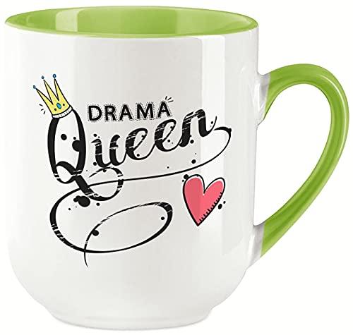 vanVerden Taza Curved – Drama Queen – Impresión por ambos lados – Ideal para máquinas de cápsulas – Regalo – Color de la taza: blanco/verde
