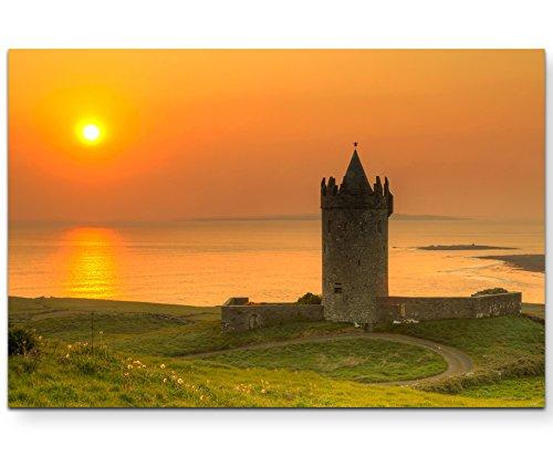 Paul Sinus Art Naturfotografie – Doonegore Castle im Sonnenuntergang, Irland - Leinwandbild 120x80cm