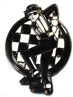 Spilla di metallo smaltata con motivo a scacchi e ballo ska