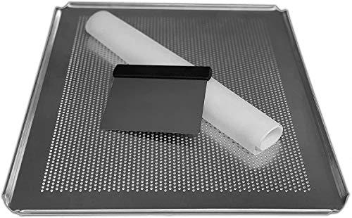 LEHRMANN Juego de 3 piezas para hornear – Bandeja de horno de 46,5 x 37,5 cm, perforada, alfombrilla de silicona, espátula de acero inoxidable para hornear pan en casa