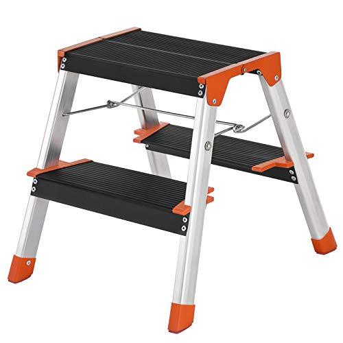 SONGMICS Leiter mit2Stufen, Klappleiter,A-Form,aus Alu, beidseitig, 12 cm breite Stufen mit Riffelung, rutschfesteGummi-Füße, bis zu 150 kg belastbar,silbern-schwarz-orangeGLT022BK01