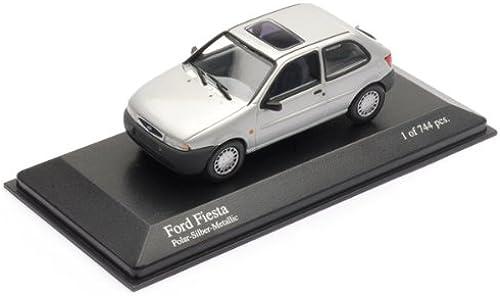 Minichamps 1 43 Scale Model Car 430 085004 - 1995 Ford Fiesta - Silber