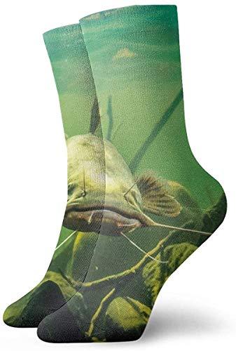 Big Catfish In River mit Stone Socks Neuheit Modische Crew Socken Männer Frauen Baumwolle Bequeme Warme Socken für Die Heimarbeit Athletic Outdoor Activity