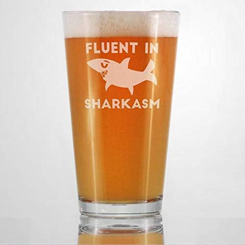 Fluent in Sharkasm - Vaso de tiburón divertido para beber hombres y mujeres, diseño de tiburones único, duradero grabado con láser