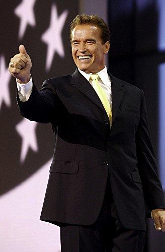 ニューヨーク市のマディソンスクエアガーデンで共和党ナショナルコンベンションでスピーチを与えるアーノルド・シュワルツェネッガー 写真プリント (24 x 30)