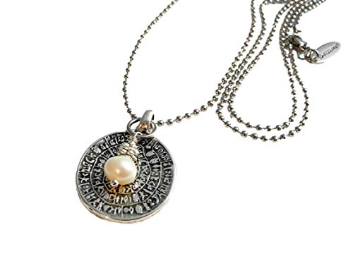 chrissona® lange Edelstahl Kugelkette mit Münze und weißer Perle, Replik Phaistos Scheibe, versilbert, Geschenk, Frau, Kette, Halskette, Länge 80 cm, Karabinerverschluss