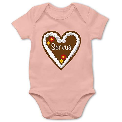 Oktoberfest & Wiesn Baby - Lebkuchenherz Servus - 3/6 Monate - Babyrosa - Baby Kleidung Tracht Body - BZ10 - Baby Body Kurzarm für Jungen und Mädchen