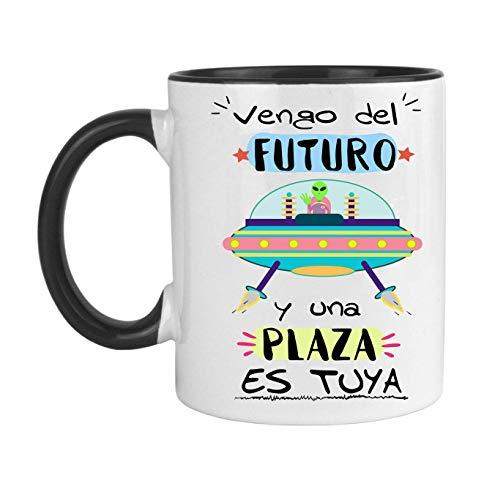 FUNNY CUP Taza Opositor. Vengo del Futuro y una Plaza es Tuya. Taza de oposiciones para Regalo al Estudiante. Taza Color (Negro)