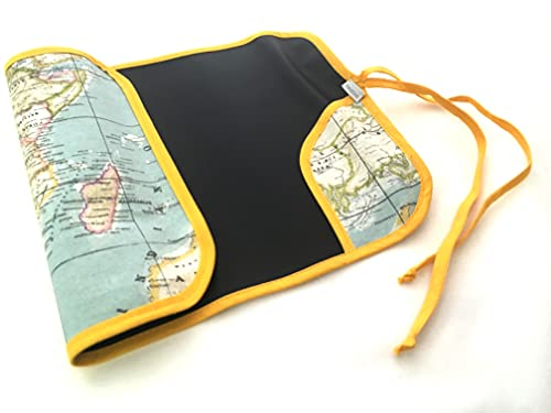 MIMUSELINA Pizarra portátil enrollable para jugar con tela de pizarra para pintar con tizas o rotulador de tiza. Pizarra viaje enrollable. Pizarras portátiles (Mapamundi)