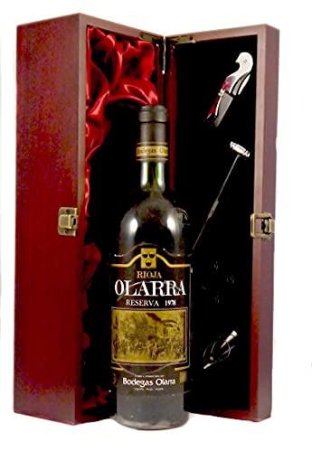 Rioja Reserva 1978 Olarra en una caja de regalo forrada de seda con cuatro accesorios de vino, 1 x 750ml