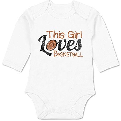 Basketball - This Girl Loves Basketball - Vintage Look - 12/18 Monate - Weiß - Basketball Baby - BZ30 - Baby Langarm Bio Body Strampler
