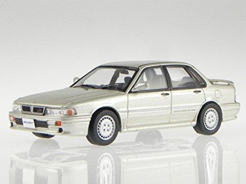 Mitsubishi Galant VR-4 1987 silber beige Modellauto CLC229 IXO 1:43