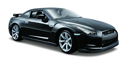Maisto 1:24 Scale 2009 Nissan GT-R Diecast Vehicle