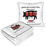 Backyard Grill Master Grilling BBQ Caldo Morbido Pieghevole Viaggiato 2 in 1 Coperta e Cuscino per casa, ufficio, aereo, campeggio, viaggi in auto