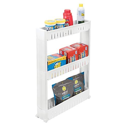mDesign Mueble auxiliar para lavadero – Compacta estantería con ruedas para guardar detergentes, quitamanchas, etc. – Práctico carro de lavandería de plástico con 3 amplios estantes – blanco