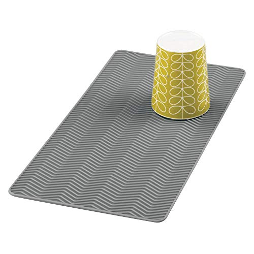 mDesign Alfombrilla escurreplatos de silicona - Dibujo en zigzag – Tapete de silicona para fregadero, tamaño pequeño - Escurridor de vajilla y utensilios de cocina – Lavable en lavavajillas - Gris