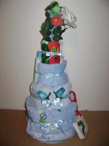 Gâteau de couches bébé garçon Very Hungry Caterpillar 4 étages sur un lit de fleurs et de feuilles avec de superbes décoratif