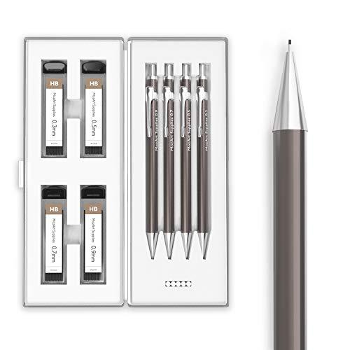 4 TAMAÑOS DE LÁPICES: Nuestro juego de portaminas viene con 4 lápices de calidad en 4 tamaños: 0.3, 0.5, 0.7 y 0.9 mm; un kit de 30 x 4 recargas de minas HB y 4 recambios de borrador ESTUCHE MINIMALISTA DE LÁPICES: Estuche con diseño sencillo, elegan...